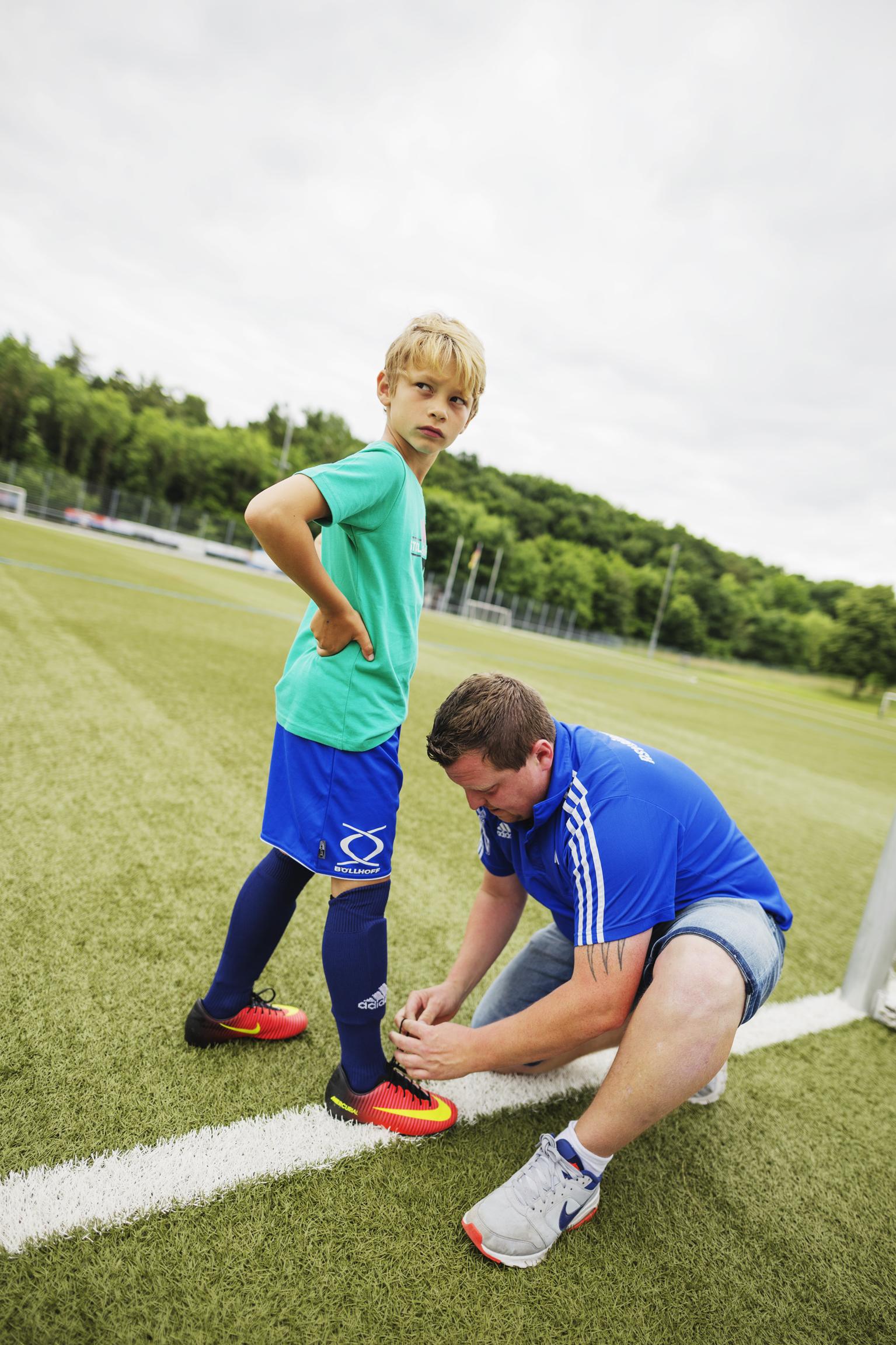 Ein Albtraum für alle übermotivierten Fußball-Eltern: der emotionale Jugendtrainer-Typ.