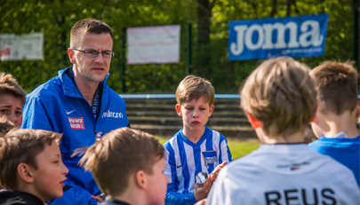 Väter als Trainer im Jugendfußball: Kann das gutgehen?